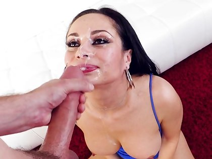 Hot brunette ends magnificent oral play with facial