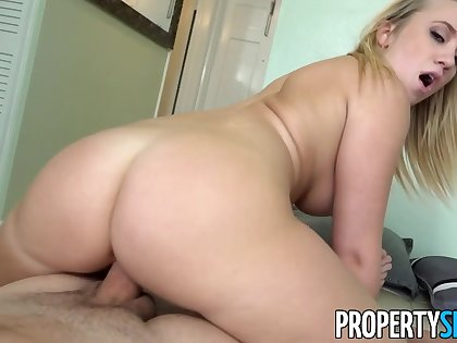 PropertySex Horny Blonde Cheats on Go steady with With Come to rest Agent