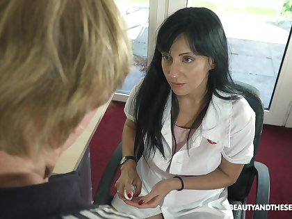 Young female urologist Sher Tree knows how in all directions get an erection