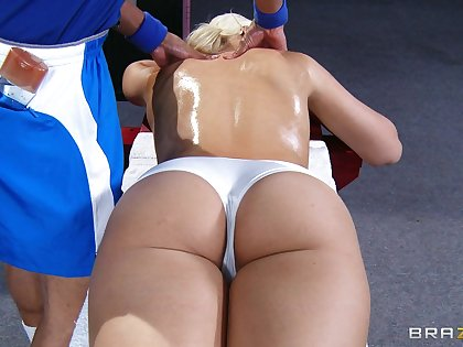 Blonde babe Anikka Albrite looked-for a massage and got penetrated