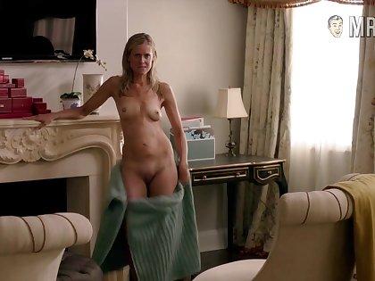 Sexy celebrity Kelly Deadmon reveals their way naked body