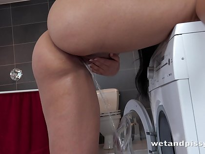 Tanned busty brunette Jennifer Mendes pisses while doing the laundry