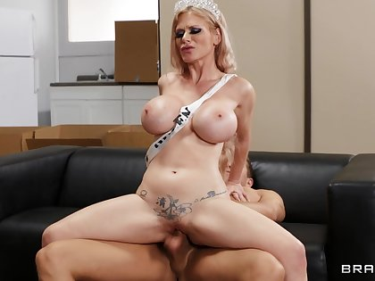 Cougar with incredible forms, most addictive riding moments