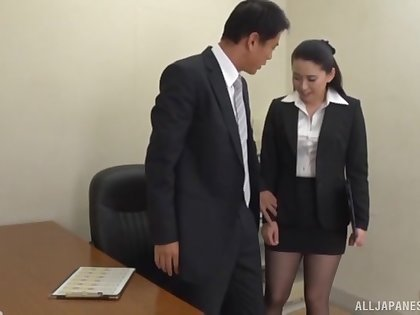 Boss gets his dick sucked by his sizzling secretary and cums in her mouth