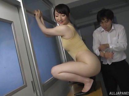 Hot pest Japanese model Nikaidou Yuri enjoys riding a large Hawkshaw